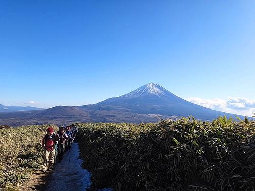 冬の竜ヶ岳 日帰り登山 富士山と樹海と本栖湖の大展望