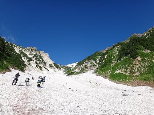 白馬岳(猿倉-大雪渓-白馬三山-白馬大池-栂池) テント泊登山(1日目)