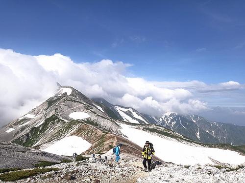白馬岳(猿倉-大雪渓-白馬三山-白馬大池-栂池) テント泊登山(2日目)