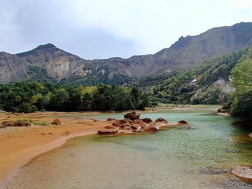 磐梯山(東北) 日帰り登山 紅葉と荒々しい火山