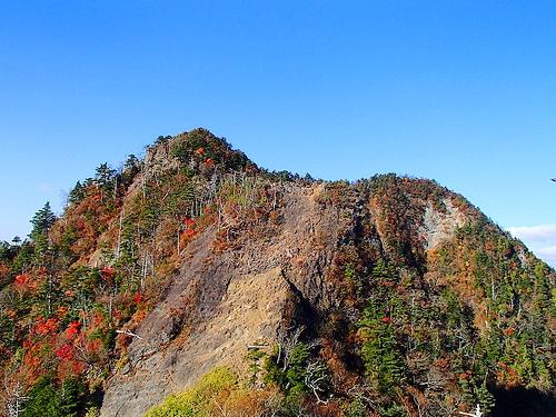 紅葉の庚申山~皇海山(庚申山荘泊) 難関の鋸尾根ルートへ