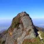 八海山 日帰り登山  ―― 無数の鎖場と断崖絶壁の岩稜、八ッ峰縦走 ――