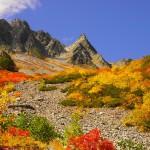涸沢の紅葉と北アルプス奥穂高岳 テント泊登山