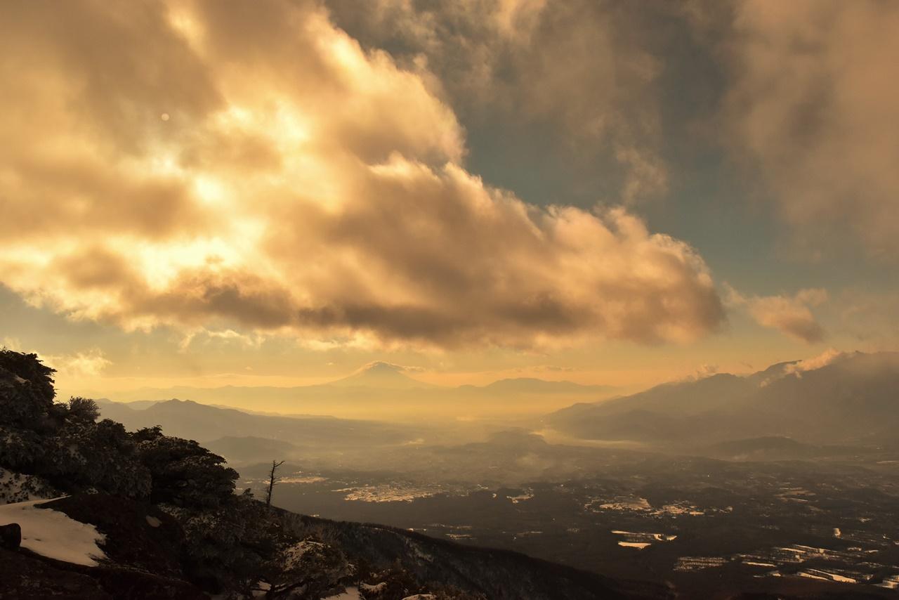 【八ヶ岳】冬の編笠山 雪山登山 幻想的な樹氷と雲の世界