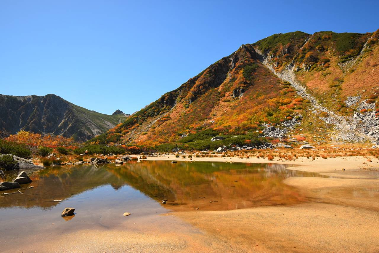 【中央アルプス】木曽駒ヶ岳~濃ヶ池 千畳敷カールと神秘の池の紅葉登山